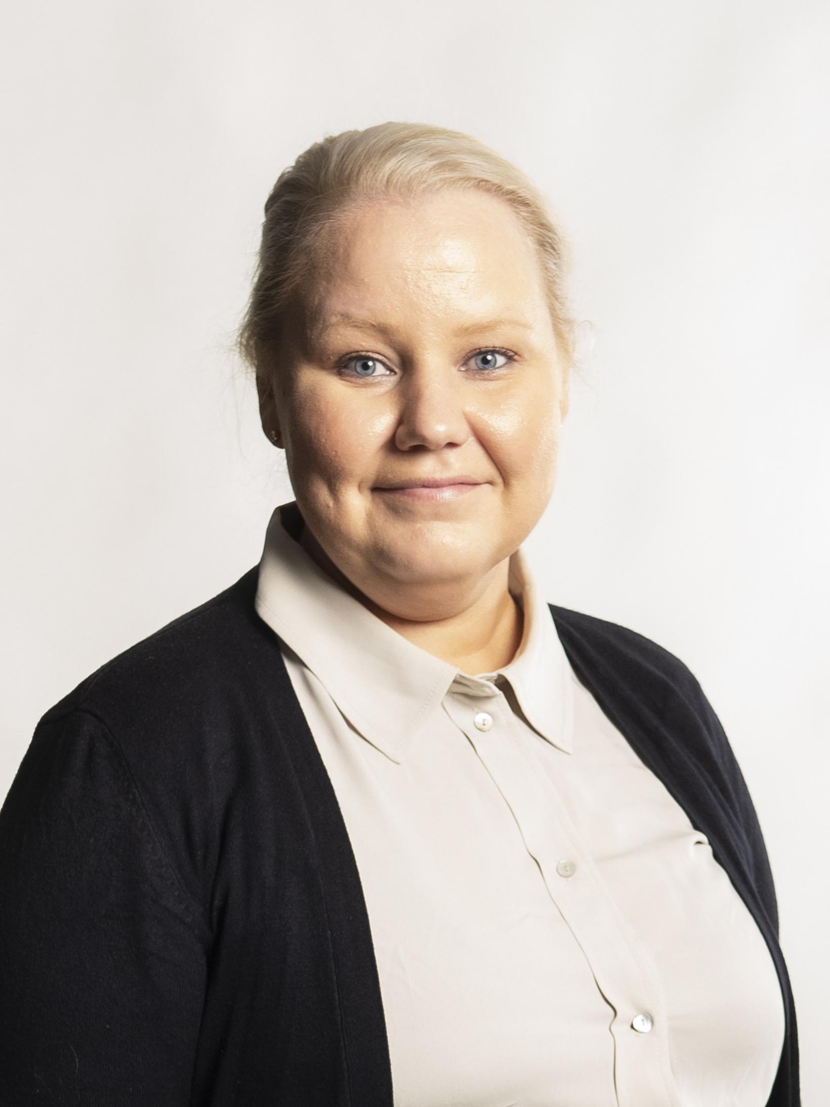 Kuva talous- ja hallintopäälliköstä: Sara Parkkonen